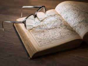 Libro, anteojos, anteojos